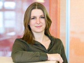 Manon Bott ist Senior Designer mit Schwerpunkt Corporate Design