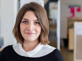 Eva Jakobs arbeitet im Bereich Strategie mit Schwerpunkt Service Design